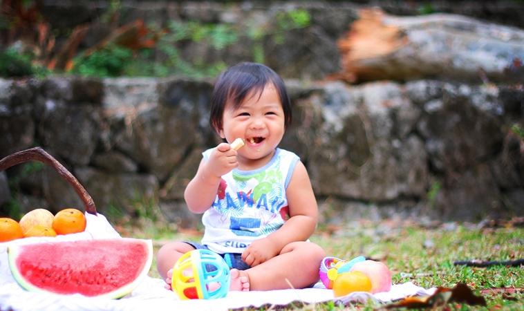 別再餵了!2歲女童吃開心果 塞支氣管險喪命
