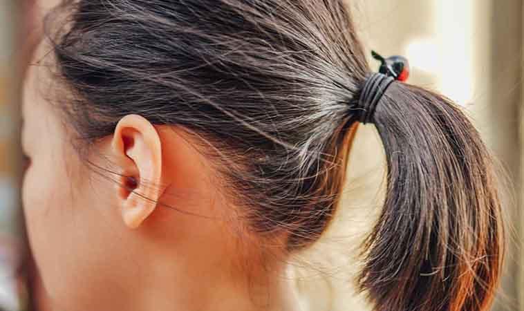 我的育兒下一步:學會綁女兒頭髮,減輕另一半的工作