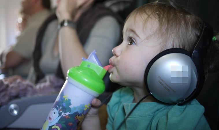 寶寶搭飛機竟耳朵出血?!醫提醒:紓解不適靠這2招