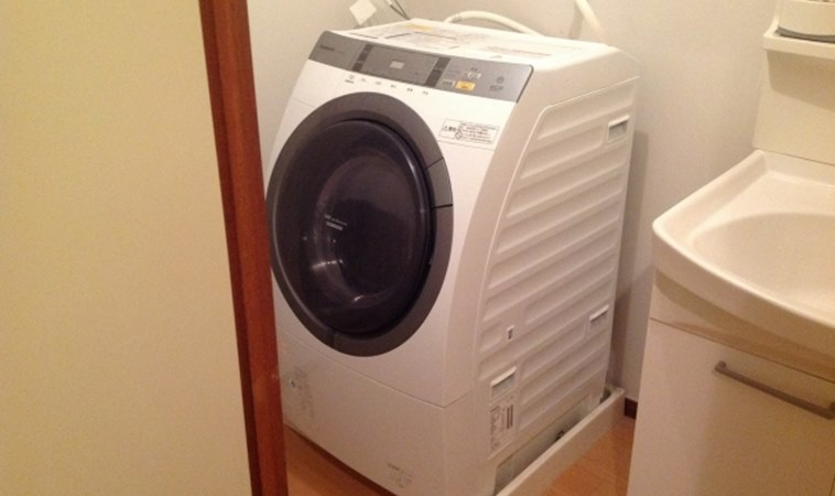 幼兒爬進「滾筒式洗衣機」,被發現時已失去意識