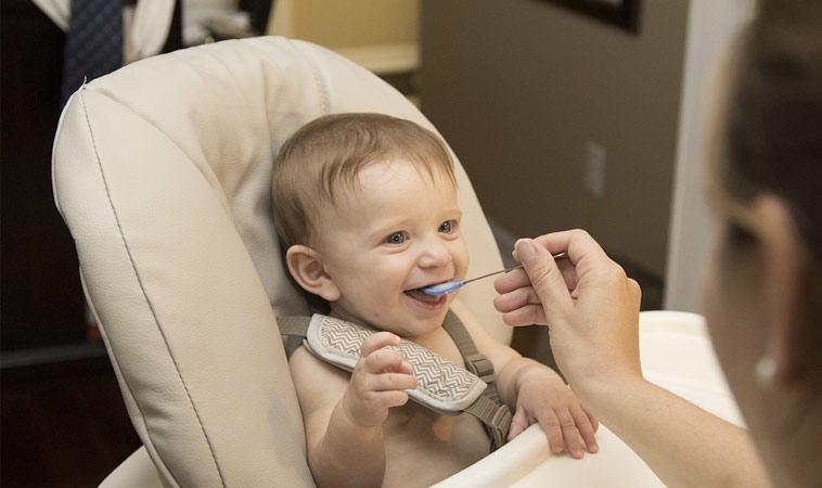 餐桌=戰場? 10招!養成寶寶吃飯好習慣