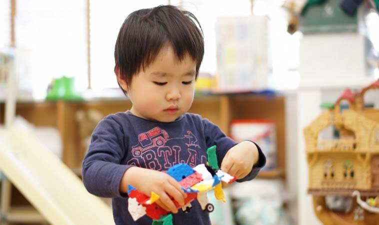 循序漸進,培養寶貝收玩具、做家事的能力