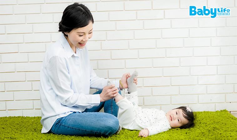 助發展、增瞭解!0~12個月4階段 寶寶肢體運動