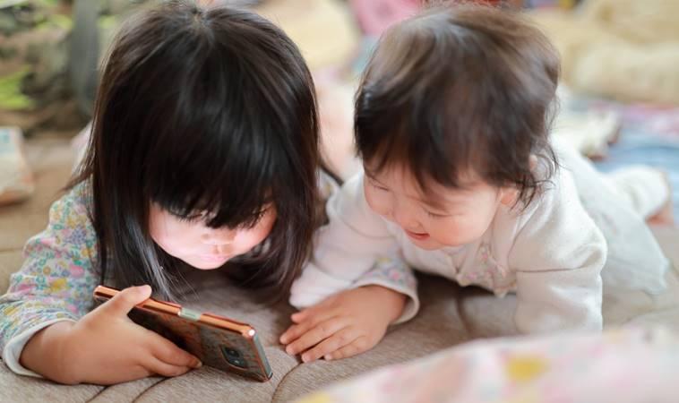 5歲童近視快1000度,竟是每天花6小時用「這個」學習