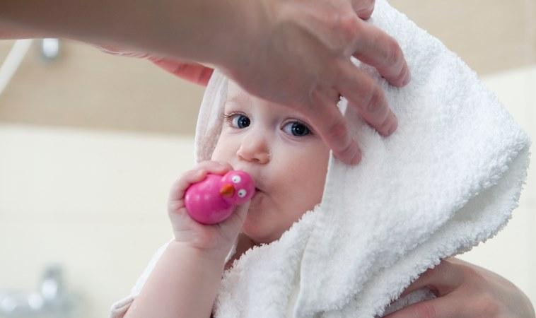 冷氣團來襲,寶寶該多穿幾件嗎?醫:摸摸看這2個位置