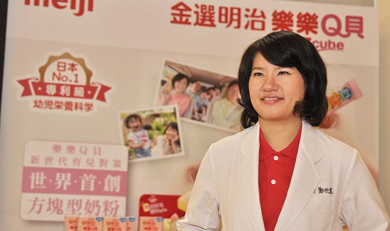 日本市占NO.1 帶寶寶出遊好輕鬆     育兒首選!金選明治樂樂Q貝方塊型奶粉
