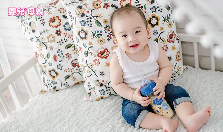 寶寶吐奶,可能是胃食道逆流?二步調整+4種按摩,緩解寶寶的不舒服