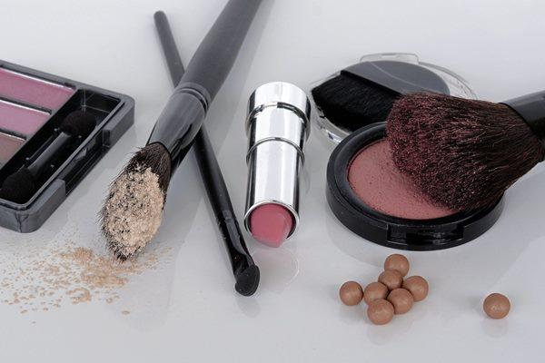 化妝品、保養品有化學成分,最好別讓孩子誤食