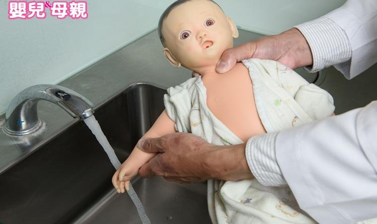 必學!寶寶居家意外緊急處理法(燒燙傷、高處摔落、誤喝清潔劑、嗆奶、抽筋 、割傷流血)