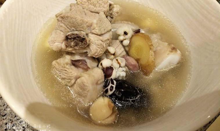 月子餐食譜──花生四神排骨湯