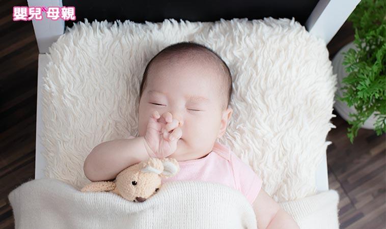哈啾! 嬰兒打噴嚏,是感冒了嗎?