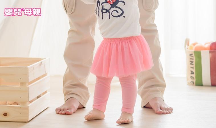 這樣養孩子,當心1歲半還不會走路!媽媽跟著網紅這樣做,結果卻…