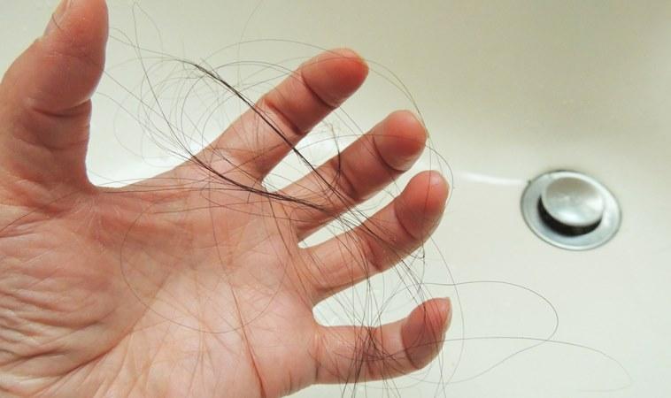 產後掉髮嚴重怎麼辦?多按這7個穴位可有效改善!