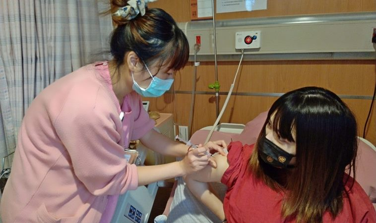 孕婦確診情況兩極!醫曝孕婦打新冠疫苗能帶給寶寶抗體