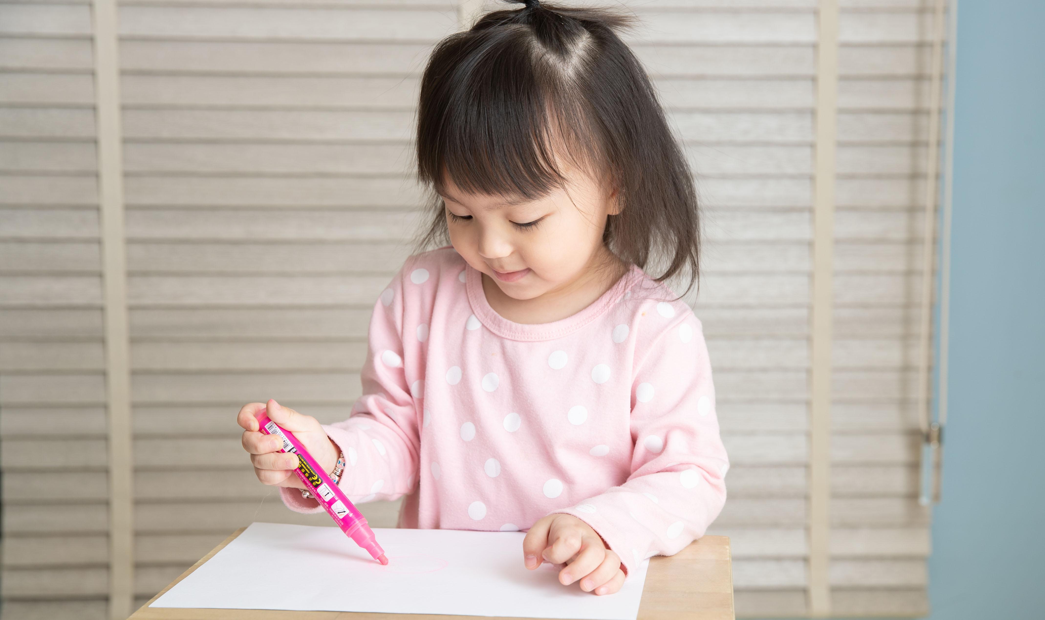 畫畫常用綠色代表愛好和平?從孩子的4個塗鴉特徵觀察心理狀態