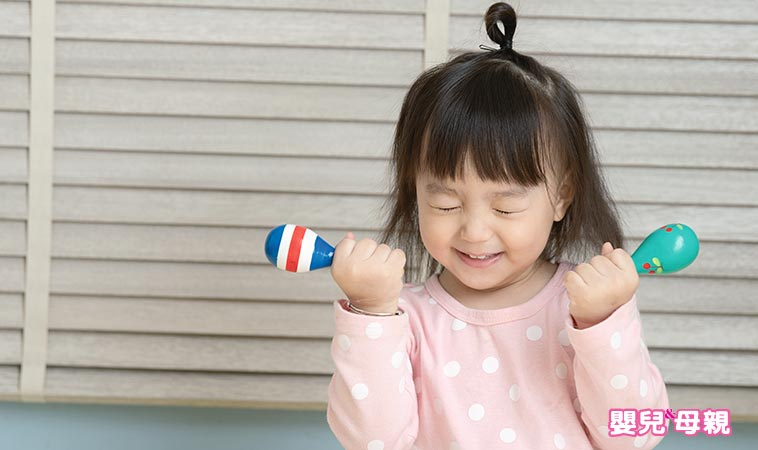 0~3歲這樣做!幫助寶寶發展手部精細動作