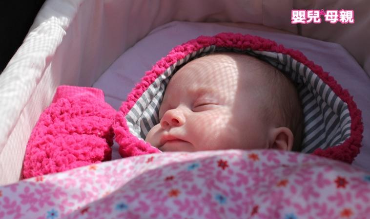 保母貪方便奶瓶掛繫繩竟害死男嬰,當心這些睡眠地雷易造成窒息!
