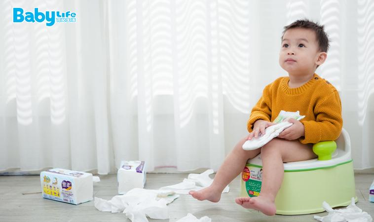 3歲幼兒尿褲子,老師竟情緒失控暴打背部!