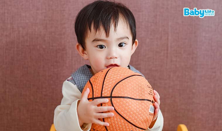 丟球也有小知識,治療師傳授幼兒丟擲學問