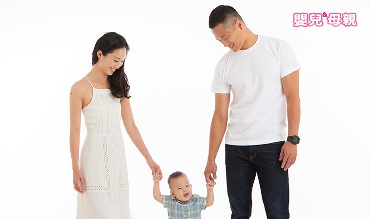 10項小運動,贏在起跑點 寶寶關鍵第一次:翻、坐、爬、站、走,哪些事不能錯?