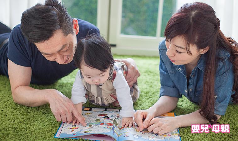 儘早開始唸故事書給寶寶聽,兒科醫師建議:早期親子共讀