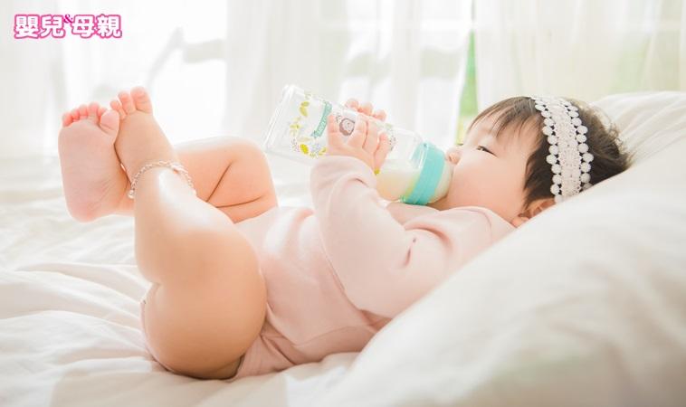 配方奶可提供寶寶成長營養,兒科醫師:1歲後「這樣喝」比較好!