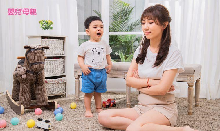當孩子頂嘴時不一定要急著生氣,留點時間讓他思辨