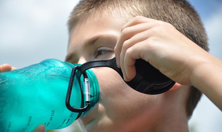 兒童便秘夏季多3成!醫:當心水喝太少惹禍
