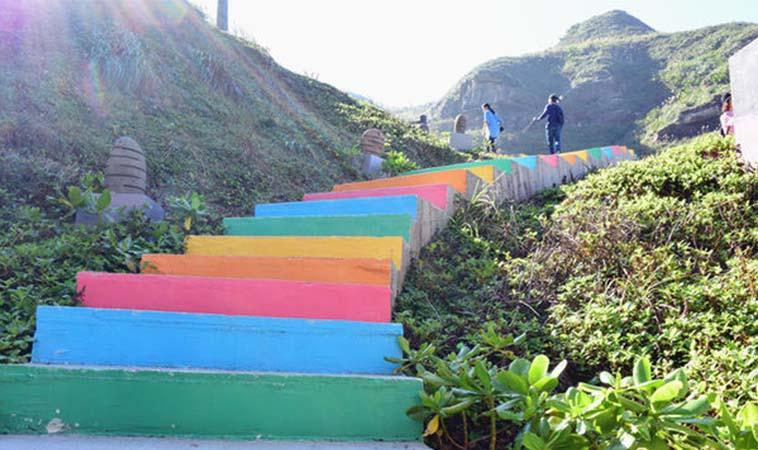 鼻頭角彩色階梯,舊軍營化身風景區