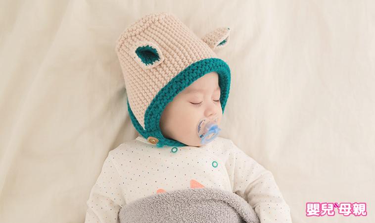 天氣冷颼颼,但被窩裡的寶寶狂流汗,怎麼辦!?