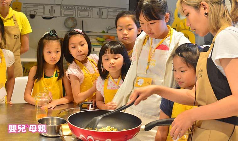 不怕孩子进厨房 学料理竟能培育五感