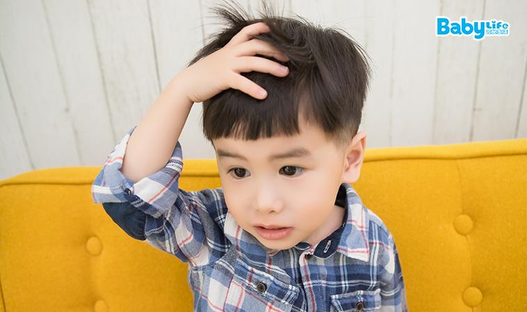 原來頭髮會跑到尿布裡,當心髮絲纏繞孩子的小肢體