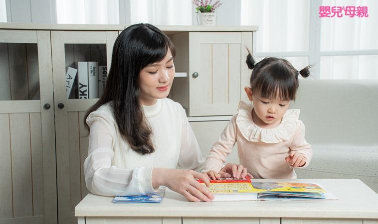 一秒就跑開、拿到書就撕… 簡單2指令幫孩子建立閱讀習慣!