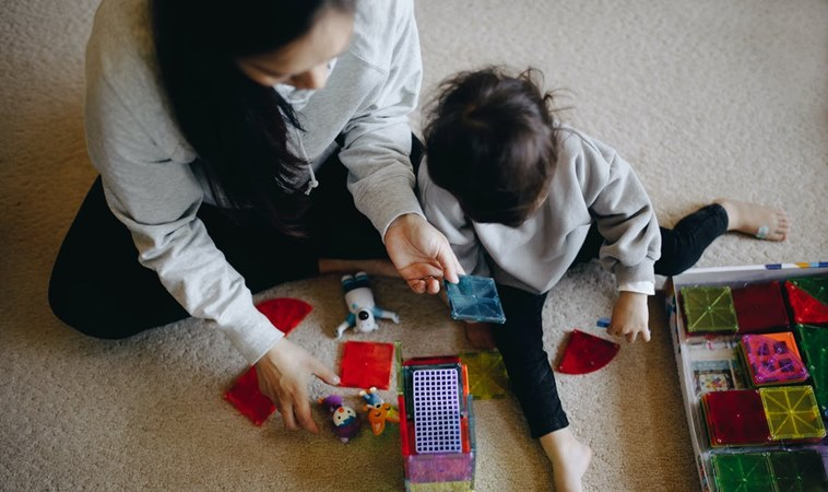 防疫期間小孩晚睡晚起玩整天!7方法幫他重新建立作息,找回大人休息時間