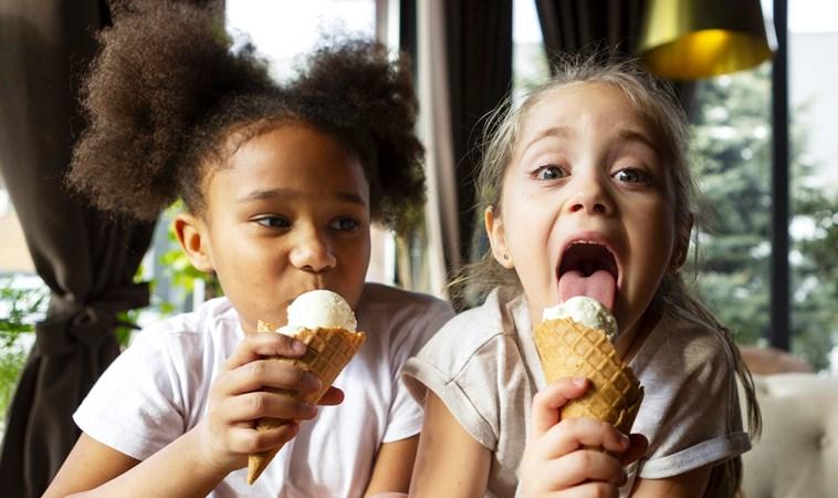 小孩多大可以吃冰?一次搞懂幼兒吃冰淇淋的時機&禁忌