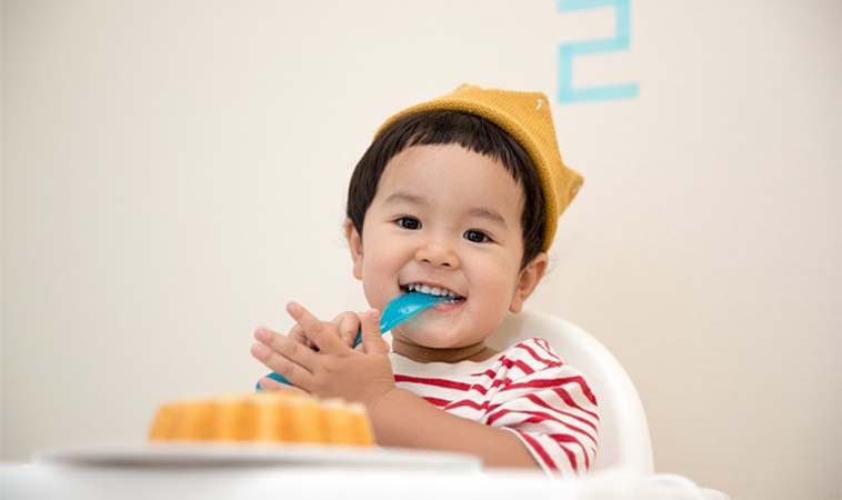 寶寶也該學習為吃飯負責任!進食分工這樣做