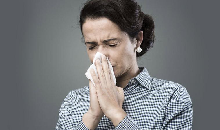 入秋鼻水流不停 睡前可熱敷鼻 按壓迎香穴