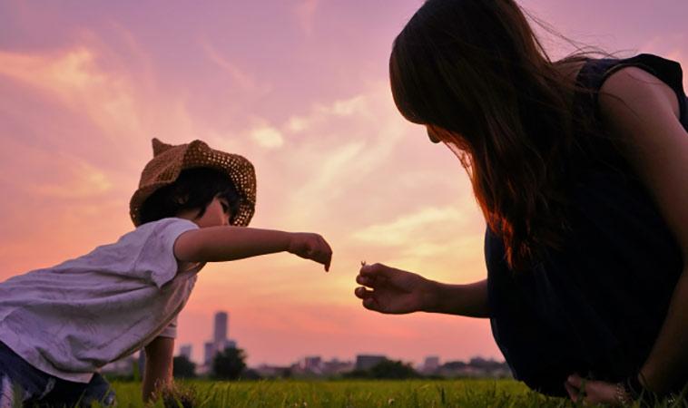別總是怪孩子不乖,彎下腰看看孩子的世界吧!
