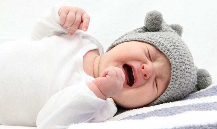 寶寶半夜哭不停,醫師教你4招有效對策