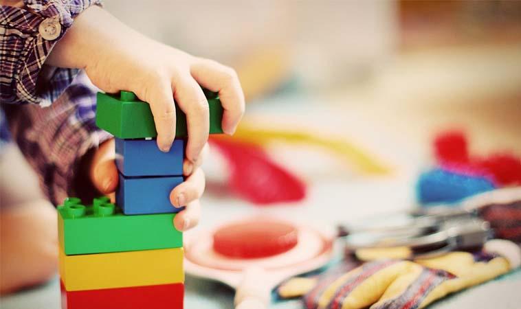 孩子看到玩具就想買?選購玩具8原則