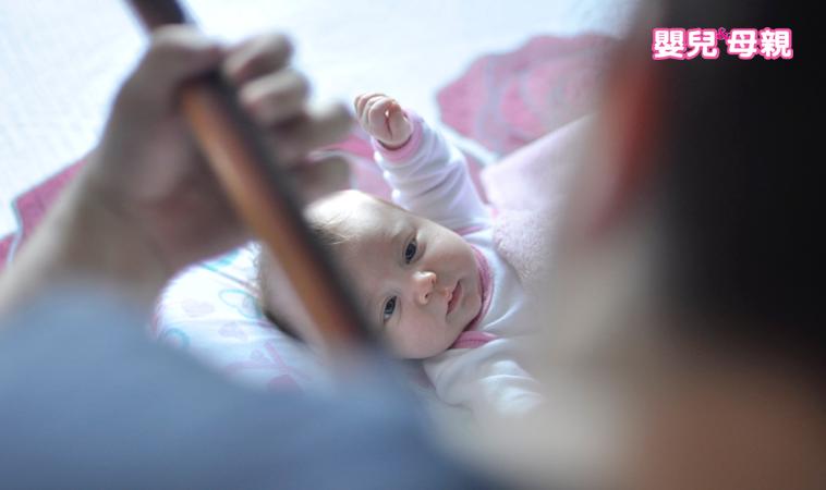 無照惡保母失控虐童,女嬰全身可見瘀青、掌痕