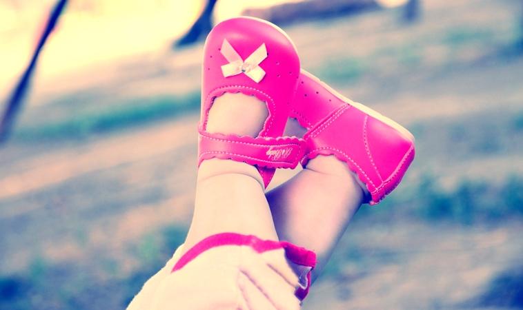 女童光腳試鞋竟染敗血症!帶孩子挑鞋應注意這4點