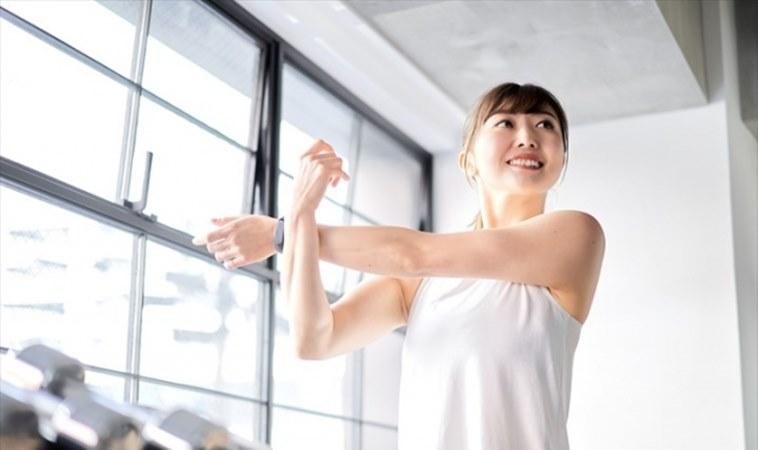 消除副乳、緊實手臂!一招幫助胸型視覺更豐滿