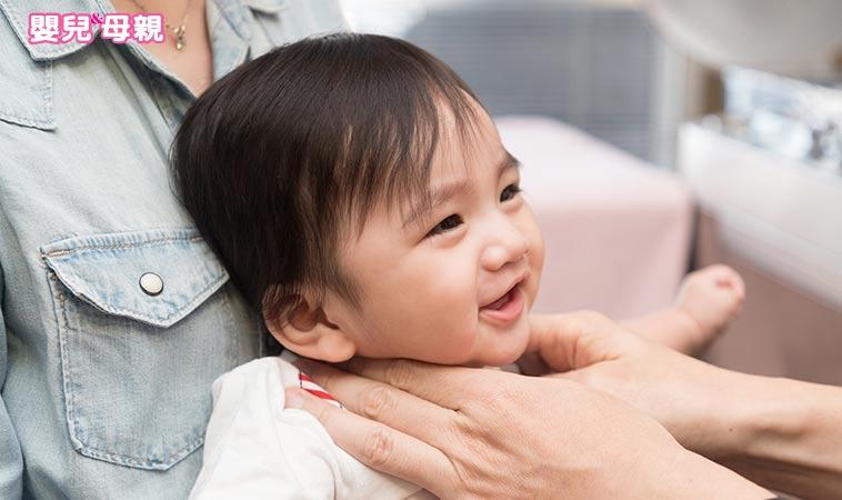 看0~1歲發展圖解 判斷寶貝是正常or異常