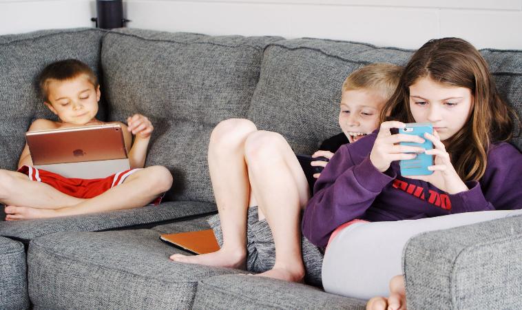 小孩接觸手機的時間多了70%?6個方式讓3C成為正面的日常教養