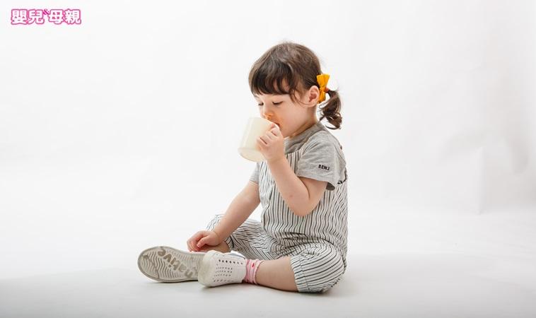 除了吃飯專心、學會收玩具,2歲前還要讓孩子養成哪些好習慣?