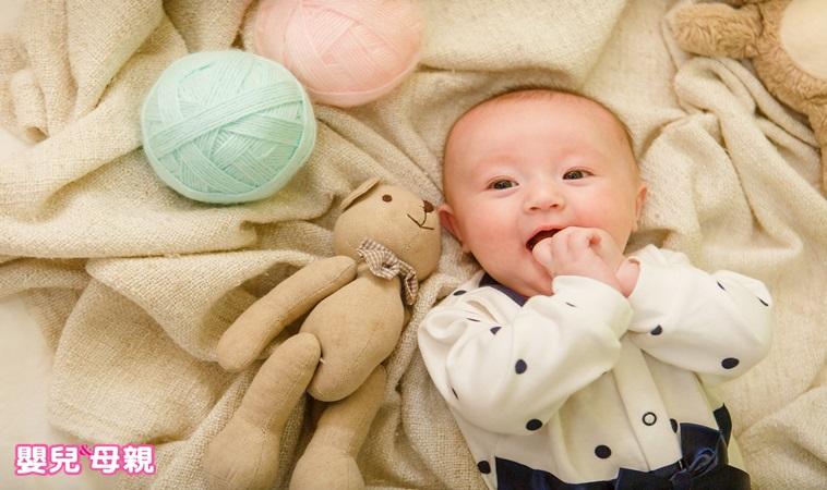 寶寶半夜哭不停怎麼辦?仰睡好還是側睡好?12個常見居家育兒問題 一次搞懂!