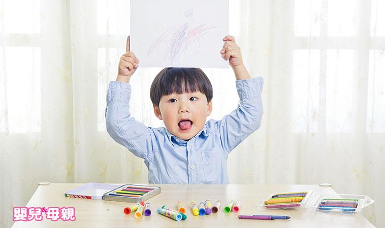 讓寶寶畫畫吧!1~4歲三階段發展,享受最快樂的五感活動