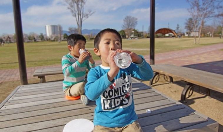 喝水要喝對時間!這2個時辰最能有效排毒、養腎