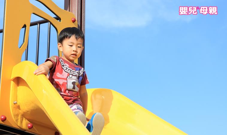 溜滑梯、盪鞦韆這樣玩易受傷,90%父母都忽視了!